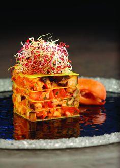 Un piatto salato: millefoglie di pasta di mais, con ragù di astice e porcini, e salsa ai peperoni rossi