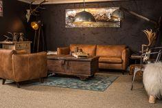 Stoere vintage woonkamer  Deze woonkamer is ingericht naar de vintage stijl, de stoere bank Luke met de unieke meubelen en decoratie zorgen tevens voor een schitterende warme woonkamer. Country Living, Couch, Furniture, Home Decor, Homemade Home Decor, Sofa, Country Life, Couches, Home Furnishings