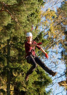 Rata päättyy vatsanpohjaa kutkuttavaan pitkään liukuun.   #seikkailupuisto #treetopadventure #espoo #finland
