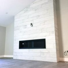 From herringbone marble patterns to ceramic subway and mosaic, discover the top 60 best fireplace tile ideas. Explore luxury interior designs for your home. Tiled Fireplace Wall, Stone Tile Fireplace, Beach Fireplace, Fireplace Tile Surround, Family Room Fireplace, Farmhouse Fireplace, Home Fireplace, Fireplace Remodel, Fireplace Surrounds