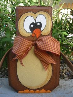 Owl patio paver painted brick doorstop Making one this week. Love this idea. Painted Bricks Crafts, Brick Crafts, Painted Pavers, Stone Crafts, Diy Projects To Try, Crafts To Make, Craft Projects, Brick Art, Outdoor Crafts