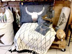 Coussin de sol 70X100cm en toile de tentes militaire recyclée tête de taureau en cuir argent
