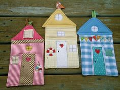 """The post """"Summer Fun, Beach Hut potholder via Etsy"""" appeared first on Pink Unicorn fun Beach Beach Crafts, Summer Crafts, Summer Fun, Diy Projects To Try, Craft Projects, Sewing Projects, House Quilts, Fabric Houses, Fabric Crafts"""