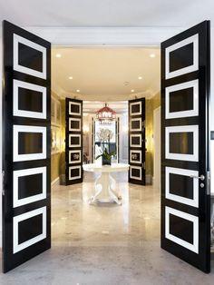 portes et fenêtres - porte d'entrée en noir et blanc et revêtement de sol en marbre