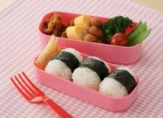Bento in lunch box... look yummy