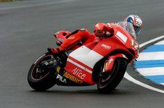 Troy Bayliss of Australia Ducati Marlboro team Valentino Rossi, Ducati Motogp, Bike Photo, Racing Motorcycles, Road Racing, Grand Prix, Motorbikes, Ferrari, Pilot
