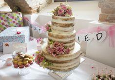 Semi-naked glutenfree cake with flowers