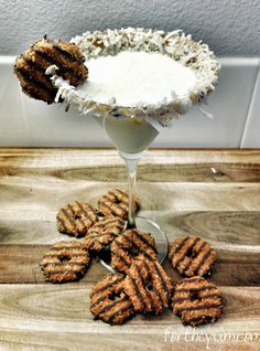 Samoa Cookie Cocktail.  this looks delicious! Mom, Katy, Britt and Jane, this will happen next weekend!