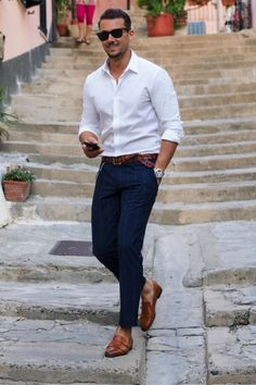 7 Ways To Wear A White Shirt - A Men's Style Guide [With Photos - Mode masculine, formes de style et astuces vestimentaires White Shirt Outfits, Casual Outfits, Summer Outfits, Summer Clothes, Dress Casual, White Shirt Man, Casual Wear, Winter Outfits, Classy Outfits