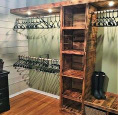 A pallet closet can be done in some different ways, and we will show you just that. A pallet closet may very well be the project you have been looking for.