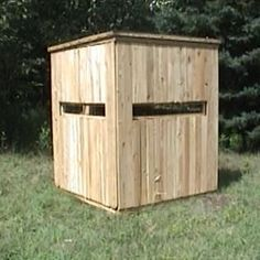 Wooden hunting blind, keep it cheap and use old pallets.