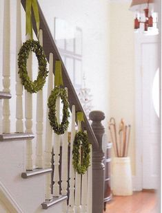 simple and pretty way to jazz up the stairs /Christmas decorations/