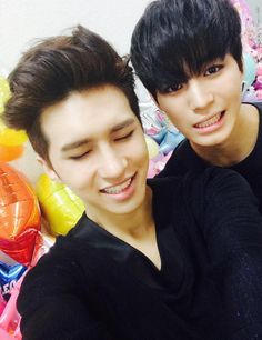 VIXX_KEN twitter update 9/4/2015 (with HONGBIN)----------우리 별빛~~><조금만 기다려어어어~~헤헤