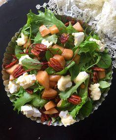 Päärynä-briesalaatti karamellisoiduilla pekaanipähkinöillä | FOODILICIOUS