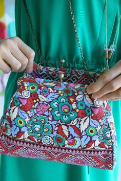 Amy Butler's Nora Clutch, part of the Hapi Sunrise collection from Kalencom.
