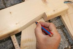 Vend Z'et om | Byg selv havelågen i træ Woodworking Shop, Diy And Crafts, Shed, Frame, Aarhus, Garages, Diy Wood, Carpenter, Outdoors