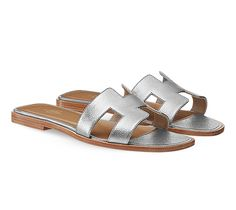 Oran Sandals in metallic Epsom calfskin with hazelnut leather lining and insole and natural leather sole/ 5000 sek