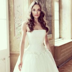 Dear bride-to-be, good Monday morning!  How do you like of the Ballgown Strapless Chapel-train with Lace and Flower Embellishment?  You like it? We can tailor it!  Share it if simplify is what you pursue.  Dolce2Dolce Wedding http://www.dolce2dolce.com