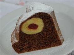 Kontrast kakaového těsta a tvarohové koule s červeným středem je velmi efektní...