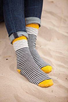 Stripes, diamonds, twists, and slips, it's all right here in one little fun package! Worked top-down these socks are a great project for on-the-go knitting… and all those pops of color? Let's play and knit at the same time! Patterned Socks, Striped Socks, Crochet Mug Cozy, Knit Crochet, Crochet Socks, Crochet Granny, Knitting Socks, Baby Knitting, Knit Socks
