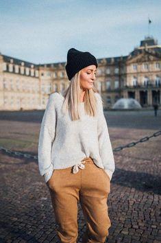 Skadi Knit Sweater Beige – Karokauer Beige Pullover, Pullover Hoodie, Beige Sweater, Sweater Hoodie, Wedding Photographer Outfit, Hipster, Hoodies, Knitting, Sweaters