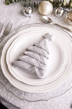 Table decor is often over-looked with all the holiday hustle and bustle, but having an inviting table really sets the tone for your company. Napkin Folding, Side Plates, Decoration Table, Facon, Diamond Shapes, Napkins, Table Settings, Display, Tableware
