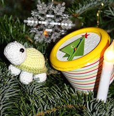 Polly kreativ: Weihnachtsschildkröten - Schildkröte gehäkelt mit Verpackung aus einer alten Käsebox