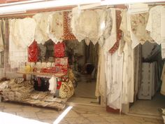 Encajes artesanales en las tiendas de Corfú