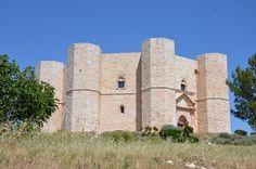 Castel del Monte e i suoi simbolismi www.arttrip.it/castel-del-monte/