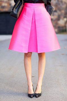 jupe trapez en rose flashy avec une grande fente fausse et taille haute