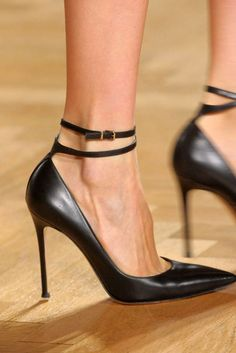 See every last detail from shoes and jewels, to bags and belts, from the Valentin Yudashkin Fall 2012 Ready-To-Wear show.