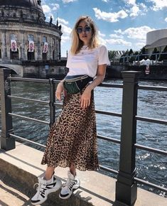 11 Looks em Animal Print - { fave outfits - outfit - looks } - Saias Printed Skirt Outfit, Midi Skirt Outfit, Printed Skirts, Tan Skirt Outfits, Leopard Skirt Outfit, Leopard Outfits, Animal Print Skirt, Animal Print Outfits, Leopard Print Skirt