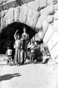 Gitanos bajo el Puente Romano