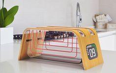 Ein offener Toaster mit Touchscreen und digitaler Anzeige. So stellt sich vielleicht der Industrie-Designer James Stumpfdie Zukunft in der Küche vor. Bei seinen Konzepten fürToaster, Mixer und Knetmaschine ging es ihm aber nicht nur um die Optik, sondern