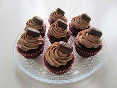 Herkkuja leipomassa: Geisha kuppikakut/ Geisha Cupcakes Geisha, Mini Cupcakes, Food And Drink, Tasty, Baking, Desserts, Foods, Tailgate Desserts, Food Food