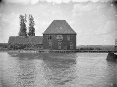Tolhuis in Overschie (Foto RCE, 1950), inmiddels gesloopt.