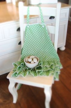 love this green polka dot apron with the flirty little ruffles.