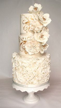 EDITOR'S CHOICE (9/26/2013) Ruffles, roses and gold by Kathy's Little Cakery View details here: http://cakesdecor.com/cakes/87035