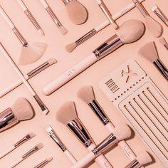NIGHT IN LONDON 24PC BRUSH SET | BeBella Cosmetics Makeup Kit, Brush Set, Eyelashes, Fashion Jewelry, London, Night, Accessories, Nude, Vacation