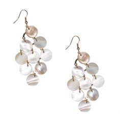 Ibero Madagaskar collection earrings with white  seashell. Ibero Madagaskar malliston valkoiset simpukkakorvakorut.