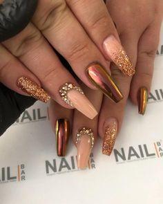 Gold Acrylic Nails, Gold Glitter Nails, Rhinestone Nails, Bling Nails, Acrylic Nails Autumn, Fall Nail Art Autumn, Nail Designs Bling, Nails Design With Rhinestones, Acrylic Nail Designs
