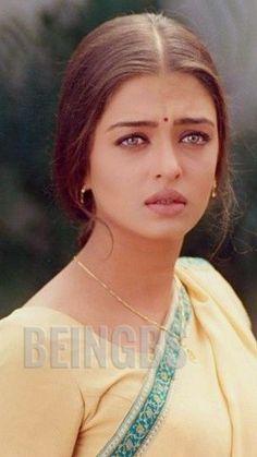 Aishwarya Rai Movies, Aishwarya Rai Makeup, Aishwarya Rai Young, Aishwarya Rai Bachchan, Vintage Bollywood, Bollywood Girls, Beautiful Bollywood Actress, Beautiful Indian Actress, Karena Kapoor