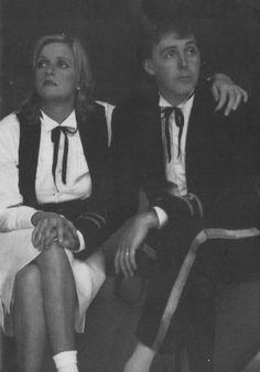 Linda and Paul McCartney 💛 Paul Mccartney Beatles, Paul And Linda Mccartney, Linda Eastman, Bug Boy, Beatles Love, Sir Paul, Eyebrows On Fleek, Hits Movie, Famous Singers