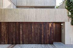 Edificio Charlone 960: presencia urbana y austeridad material