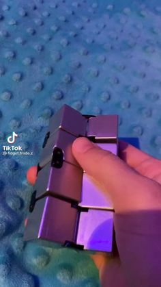 Trend of the moment! Fidget Toys, we love them!!! Link in bio to shop! 💕 Cube Fidget Toy, Cool Fidget Toys, Homemade Fidget Toys, Homemade Slime, Figet Toys, Instruções Origami, Slime Toy, Cute Halloween Makeup, Cute Christmas Wallpaper