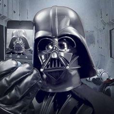Первым снимком в созданном вчера официальном инстаграм-аккаунте «Звёздных войн» стал селфи Дарта Вейдера. Сейчас в аккаунте есть ещё два кадра: фотография сражения на световых мечах и модель космического корабля «Звездный разрушитель».