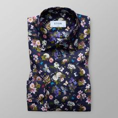 Get ready for spring with this season's must-have print shirt. The vibrant design is inspired by the Swedish nature and fauna, providing the shirt with a unique Mens Blue Dress Shirt, Floral Shirt Dress, Silk Floral Dress, Camisa Floral, Navy Blue Flowers, Designer Suits For Men, Shirt Refashion, Formal Shirts, Well Dressed Men