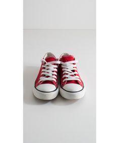 Scarpe in tela sportive basse in vari colori e taglie. Disponibili su https://www.melissaagnoletti.it/abbigliamento-donna/scarpe/scarpe-sportive-in-tela-basse-mimi-mua.html