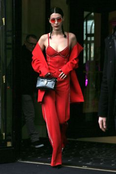Bella Hadid Just Wore Head-To-Toe Fenty by Rihanna - Street Style Outfits Street Style Outfits, Model Street Style, Red Fashion Outfits, Models Style, Womens Fashion, Fashion News, Fashion Models, Fashion Trends, Vogue Fashion