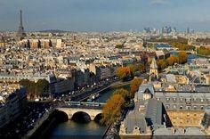 La Tour Eiffel - vue depuis Notre Dame Paris, France